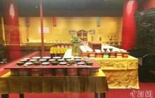 北京故宫办紫禁城里过大年展吸引游客