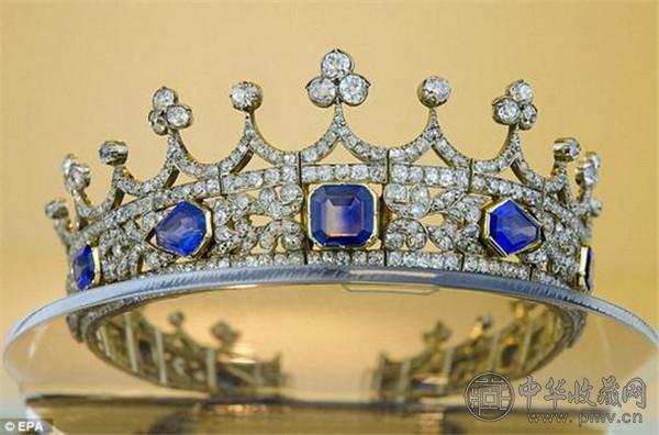 世界上最富有的女王 这些王冠都是艺术品 (1).jpg