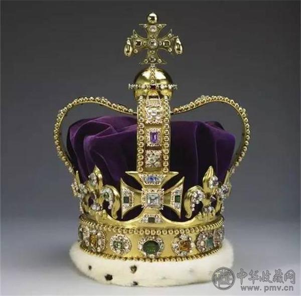 世界上最富有的女王 这些王冠都是艺术品 (2).jpg
