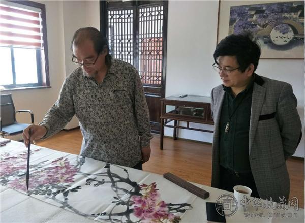 北京著名花鸟画家余峰做客中华收藏网 (6).png