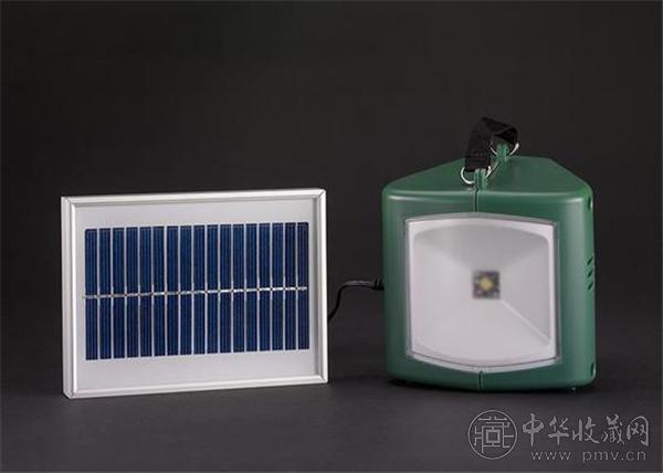 中国发明制造的太阳能灯具与充电器.jpg