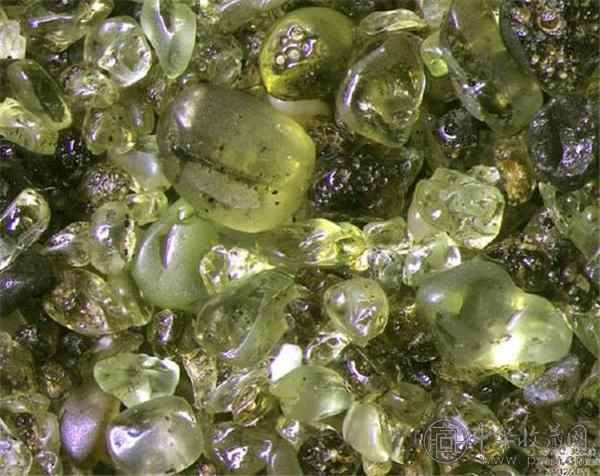 橄榄石是火山喷发的产物.jpg