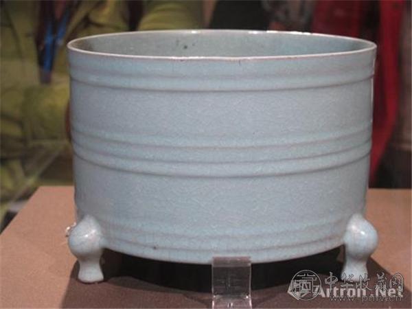 被媒体称为最美汝窑瓷器 天青釉凸弦纹三足樽 故宫博物院藏.jpg