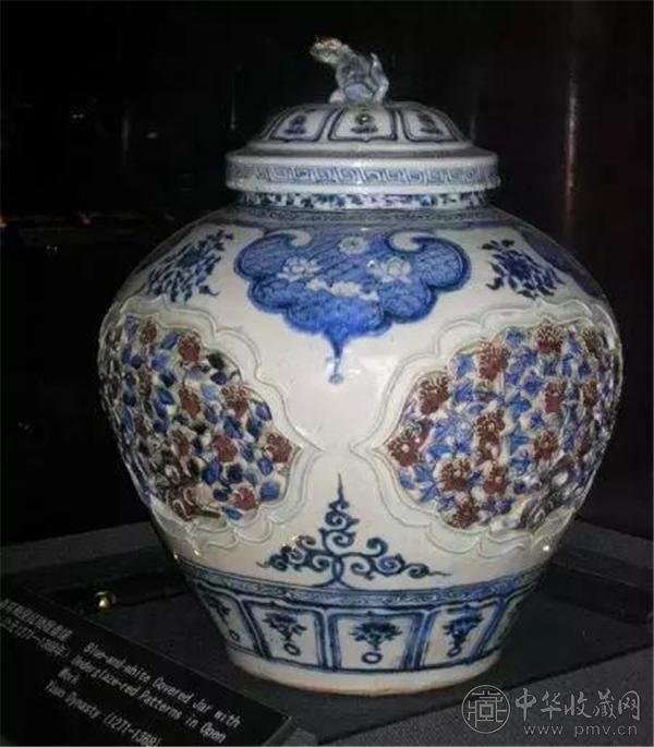元青花釉里红开光贴塑盖罐   故宫博物院收藏.jpg