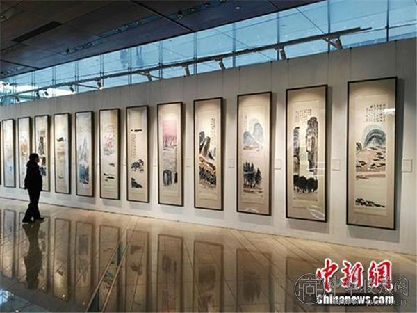 齐白石作品《山水十二条屏》在北京展出.jpg