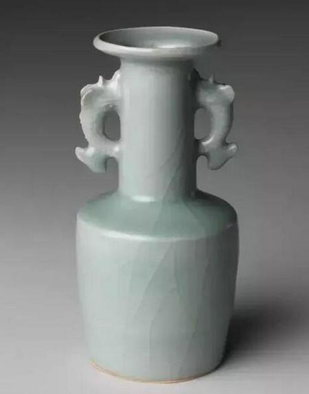 南宋龙泉窑青釉鱼耳瓶