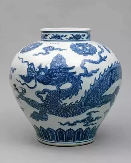 明宣德青花龙纹罐 高48.3cm,直径48.3cm