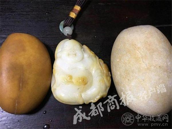 三枚长江石,中间的雕件有人出价100万.jpg