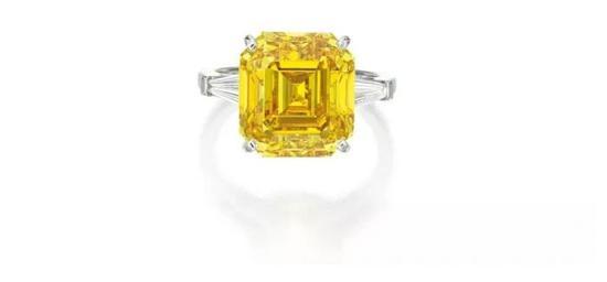 艳彩橙黄色钻石配钻石戒指   拍品编号:1645   成交价:10,920,000 港元