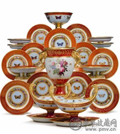 """拿破仑一世所作的塞夫勒名瓷""""Marly Rouge """"系列甜点餐具组.jpg"""