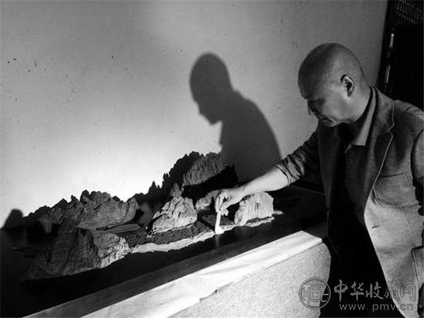 王国平与他收藏的奇石.jpg