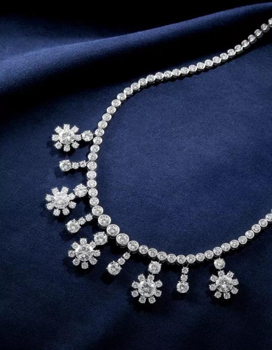 Diamond Fringe Necklace   钻石项链(钻石共重约51.26克拉)   成交价:RMB 1,437,500
