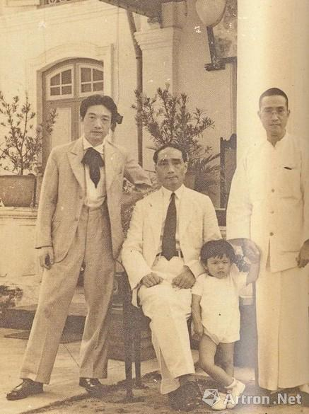 从左至右:徐悲鸿、黄孟圭、黄曼士外孙女及黄曼士,1939年摄于江夏堂