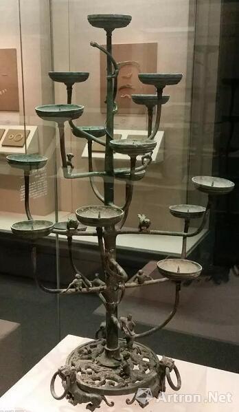 ▲ 十五连盏铜灯,河北省博物馆藏。
