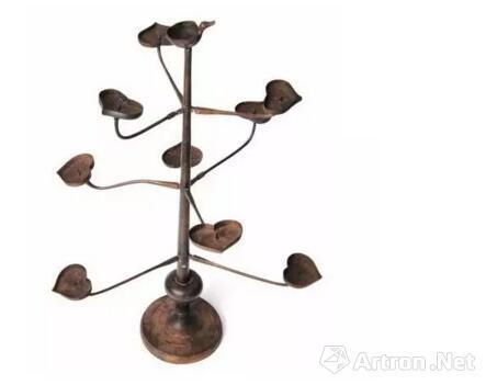 ▲ 扶桑树形铜灯,广西壮族自治区博物馆藏。