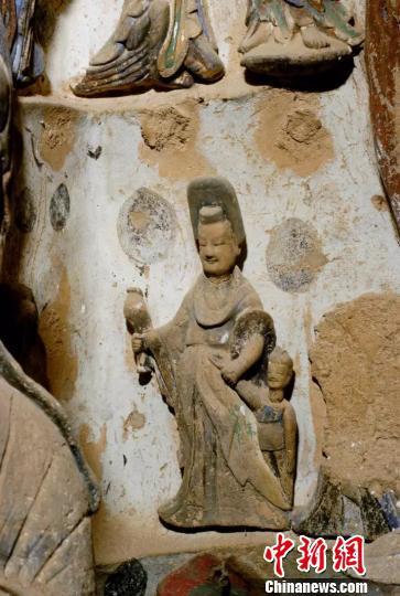麦积山142窟北魏母子供养人。麦积山石窟供图