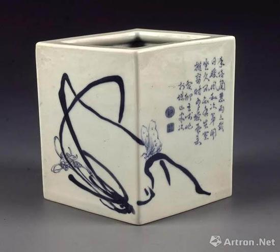 青花兰竹图菱形笔筒 落款癸卯年 1963年