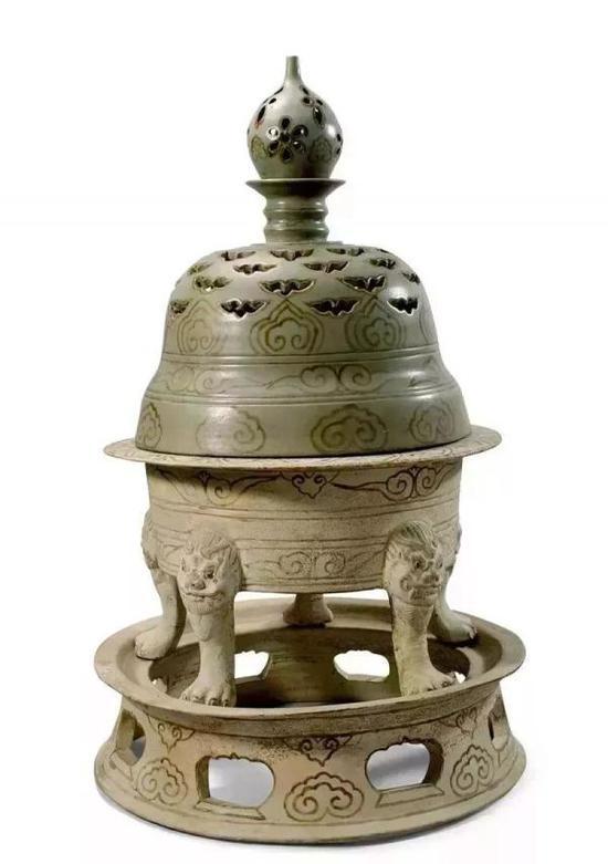 青瓷褐彩云纹熏炉 杭州市临安区博物馆藏