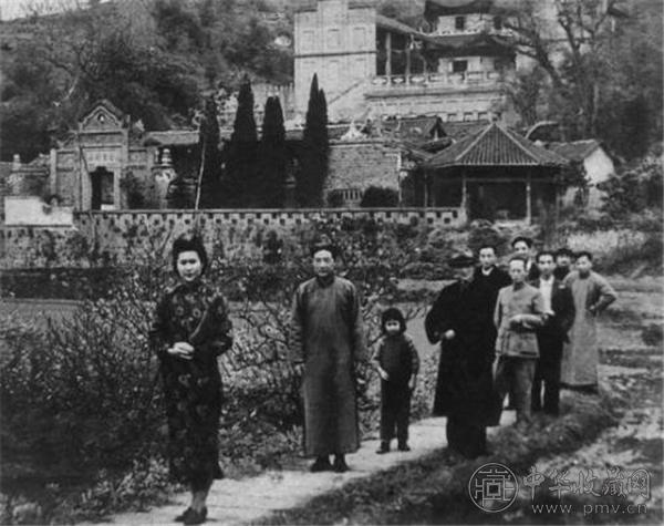 与徐悲鸿等人在重庆中国美术学院(重庆磐溪石家花园).jpg