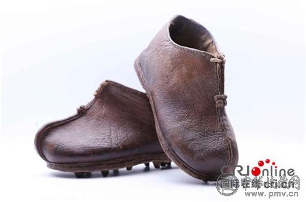 展品:中国古代蹴鞠皮质鞋.jpg