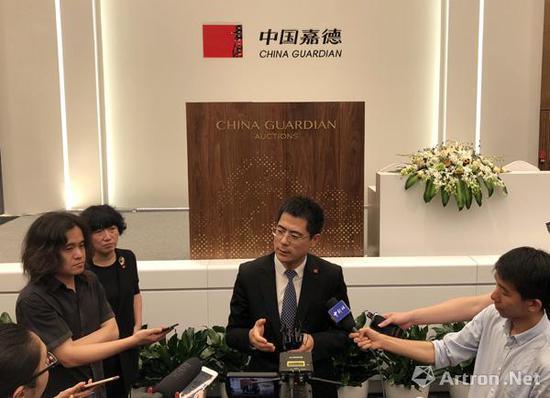 中国嘉德国际拍卖有限公司二十世纪及当代艺术部总经理李艳锋拍后接受采访