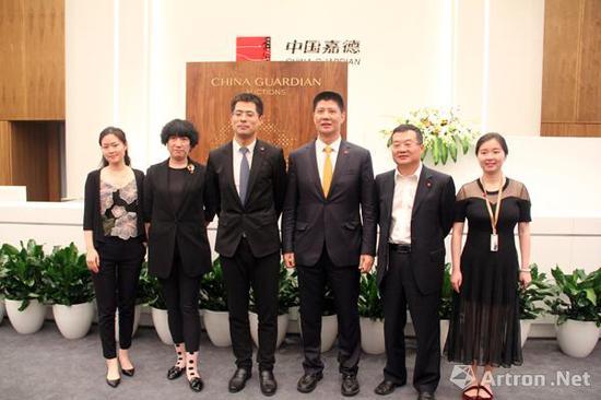 中国嘉德二十世纪及当代艺术部团队合影