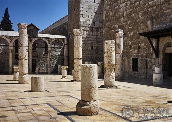 叙利亚大马士革萨拉丁墓入口处残留的柱廊.jpg
