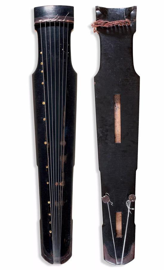 宋 仲尼式古琴  通长:123.3 cm 肩宽:21.6 cm 尾宽:14.6 cm  成交价:RMB 7,820,000
