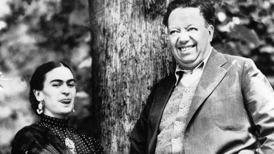 卡罗与丈夫里维拉,堪称一个世纪以来最著名的艺术家夫妇。