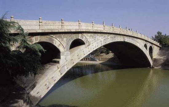 修复后焕然一新的赵州桥
