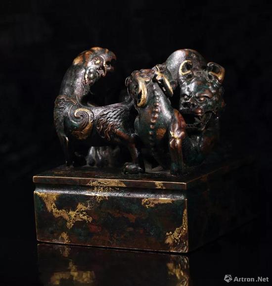 乾隆三年(1738年)制 铜点金异兽钮'乾隆御览之宝'宝玺