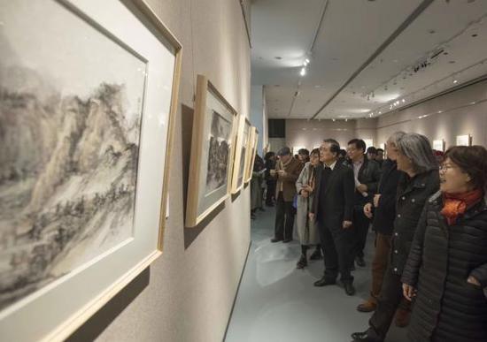 """上海视觉艺术学院""""萧海春山水画研究工作室""""教研展现场"""