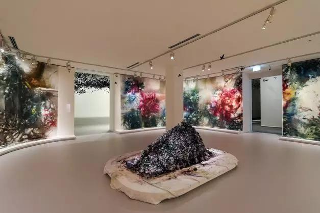 《花瞬一、二》,2019,维多利亚州国立美术馆摄影:Tobias Titz
