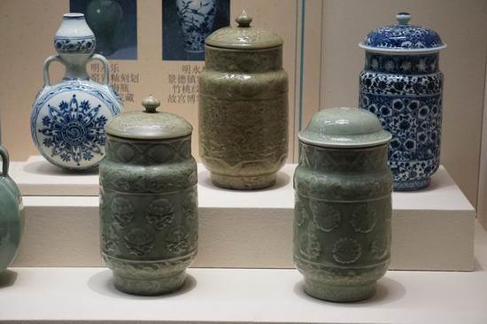 """龙泉窑和景德镇烧造的""""壮罐"""""""