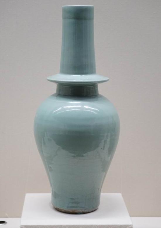 龙泉窑青釉净瓶