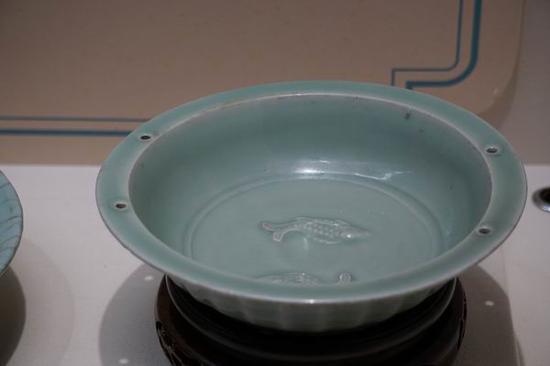 龙泉窑青釉双鱼纹洗