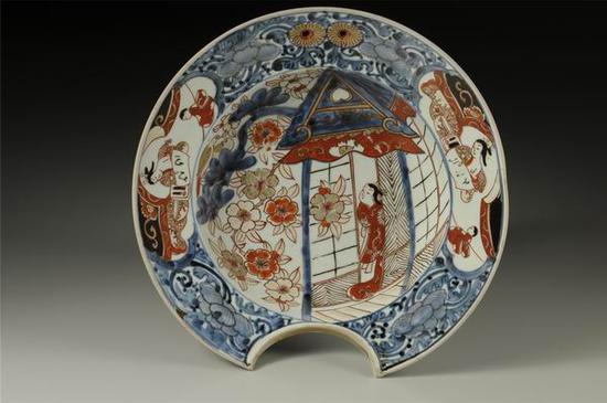 五彩妇人纹剃须盘,1720——1750 大阪市立东洋陶瓷美术馆藏