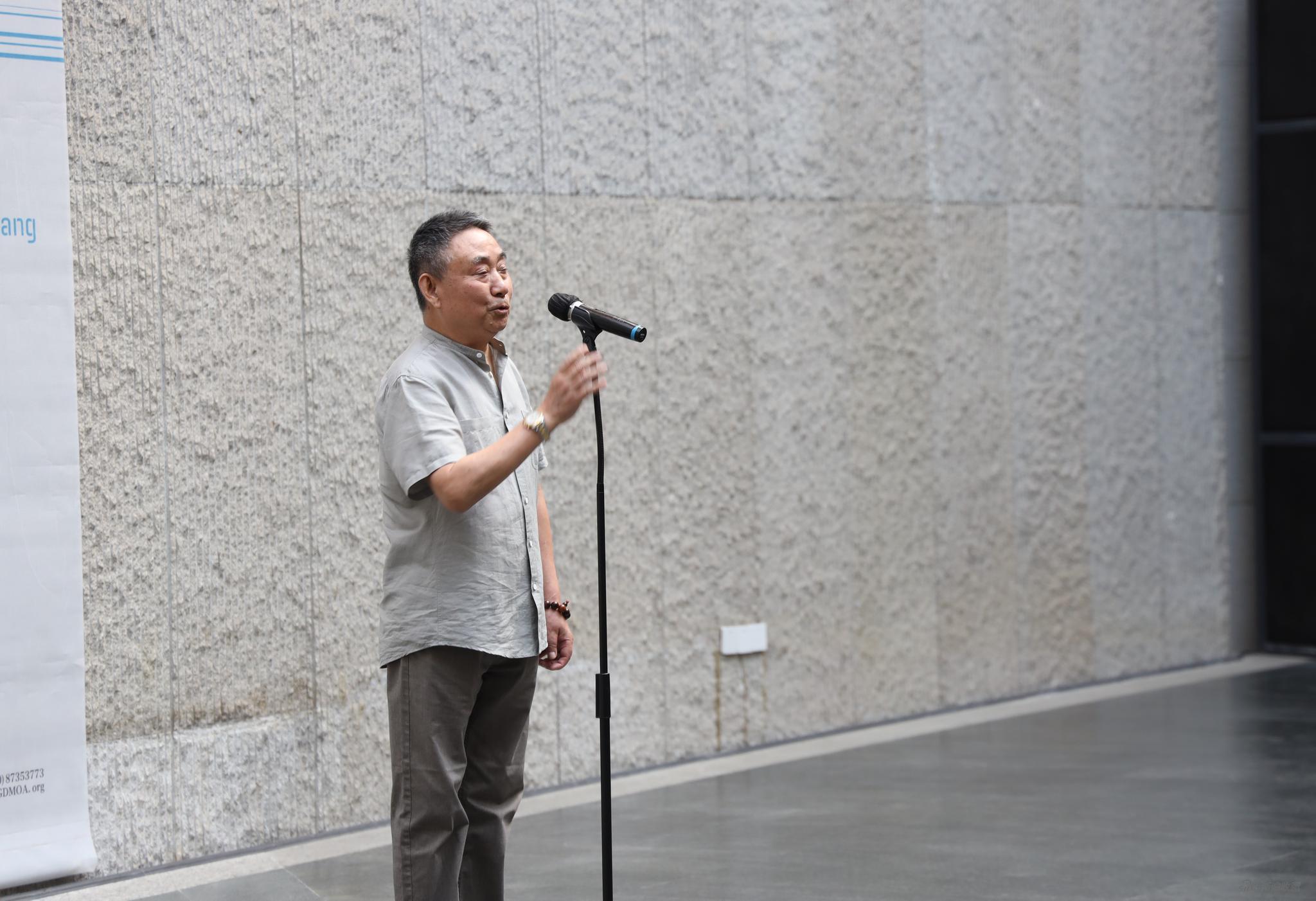 著名批评家皮道坚先生开幕致辞